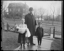 Image of Uncle Pete, Oswald & Lysbet - Negative, Glass-plate