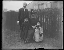 Image of Lin Alburger & family, photo by Alice Austen, 1893