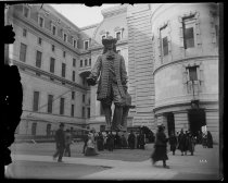 Image of Statue of William Penn, Philadelphia, photo by Alice Austen, 1893