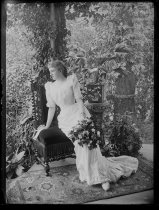 Image of [Julia Bredt - full length, side face] - Negative, Glass-plate