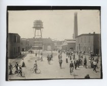 Image of 12:00 o'clock noon linoleum works - Print, Photographic
