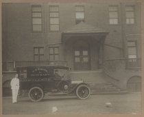 Image of S.R. Smith Infirmary ambulance, 1913