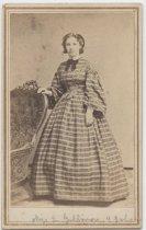 Image of [Portrait of Miss L Gillmore] - Carte-de-visite