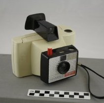 Image of Camera, Instant - 1985.025.01