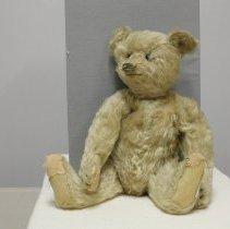 Image of Bear, Teddy - 2008.052.01