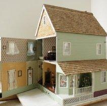 Image of Dollhouse - 2004.061.01