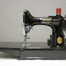 Image of Machine, Sewing - 1978.022.01