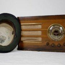 Image of Radio - 1997.015.01