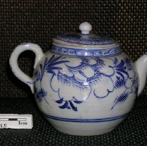 Image of 2005.1.129 - Teapot