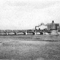Image of F Avenue Bridge and Dam