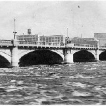 Image of First Avenue Bridge