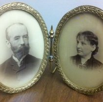 Image of Unidentified portraits - William Shakespeare Hays Photograph Collection