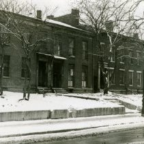 Image of East side of 7th St. between Magazine St. and Broadway - Josephine Gertrude Simmons Collection