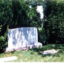 Image of Dr. Lamar and Mrs. Elisabeth Neblett's headstone - Neblett Family Photograph Collection