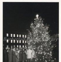 Image of 2013.023.004 - Barberton Civic Chorus and Christmas tree