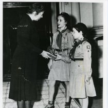 Image of Eleanor Roosevelt with girl scouts (2008.101.04)