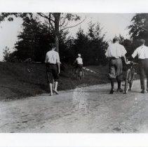 Image of Walking home (2008.171.05)