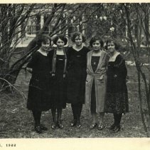Image of Chevy Chase School seniors, 1922