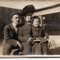 Image of 2016.08.01 - Leonard Family Photo - c.1909