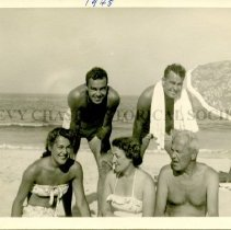 Image of Holland family at the beach