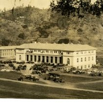 Image of Print, Photographic - B&W photo showing the Atascadero Inn with many old cars parked in front.  The Printery can be seen at left.