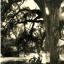 Image of Print, Photographic - 7500 San Gabriel.  Blk 31/Lot 2.  Eisenbise Family.  Built circa 1923.
