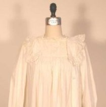 Image of 2002.019 - Nightgown