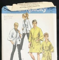 Image of Misses' and men's jiffy kimono in two lengths Simplicity 8256, 6 pieces The front wrap kimono featuring dropped shoulders with below elbow length set-in sleeves has front and neck edges encased in self fabric band, patch pocket and self fabric tie belt. The men's kimono with pocket on left side laps left over right. The misses' kimono with pocket on right side laps right over left. View 1 is about knee length. Shorter length view 2 has embroidered braid or ribbon trim. Size: miss medium