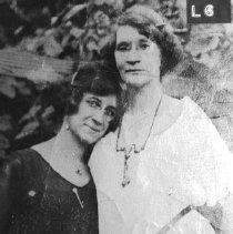 Image of Roberta and Viola Tapscott
