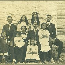 Image of Jim and Nellie Williams Rowe family