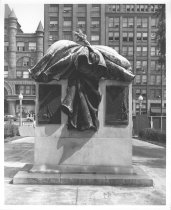 "Image of Photograph of ""Peace"" monument at the Ohio Statehouse"