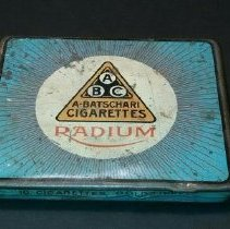 Image of 14.44.13 - The print on the top: ABC A Batschari Cigarette, Radium. The print on the front side: 10 Cigarettes Gold Tipped. Radium is printed on both sides. The print inside the tin: A Batschari, Hoflieferant, Baden-Baden, Lieferant Der Franzos Regie, 10 Cigarettes Radium; (A Batschari, purveyor, Baden-Baden, supplier The Frenchman Director, 10 Cigarettes radium.)