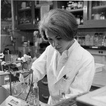 Image of Laboratory technician at NIAMD