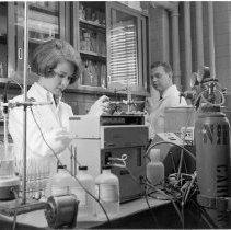 Image of Smith and laboratory technician NIAIMD