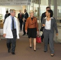 Image of Dr. Fauci, Secretary Sebelius at the Clinical Center