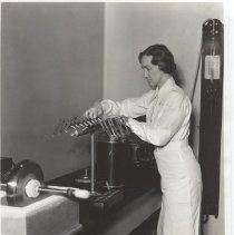 Image of Science Service - Dr. Margaret Pittman drying meningitis germs with Flosdorf-Mudd lyophile process