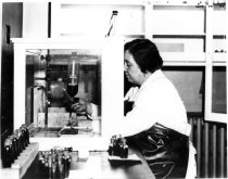 Image of Laboraory technician at RML