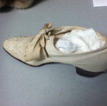 Image of 2011.007.0001.002 - Shoe