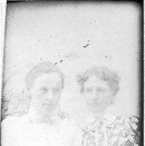 Image of 3324.103 - Frances & Elsie Miller