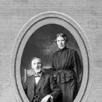 Image of Tom Campbell Family, ca 1900 - Thomas J. Campbell Collection