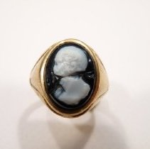 Image of 2008.01.7 - Ring, gold with black and white cameo.