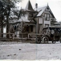 "Image of 1910+/- La Grande, Automobile - ""One of the first cars, probably Mr. Hyatt's."""