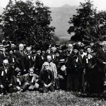 Image of 1898 Oregon, Group - This is a portrait of a large group of people from 1898.  They are possibly at least partly related.