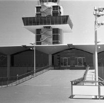 "Image of California Airport, Tower 1 - ""1947 - Oakland, Calif - Airport tower"""
