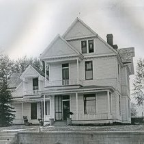 """Image of Enterprise Home, Wade - """"Aaron Wade home on Alder Slope in Enterprise, Oregon (Wallowa County) - circa 1920.  Built about 1900."""""""