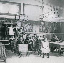 "Image of Umatilla Indian School, Classroom 1 - ""'Umatilla Indian School, interior - 1906"""