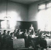 "Image of Umatilla Indian School, Classroom 2 - ""'Umatilla Indian School, interior - 1906"""
