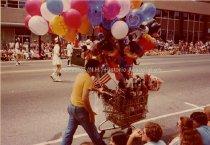 Image of United States Bicentennial Parade - July 4, 1976 - 1976.240.011
