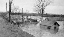Image of 1936 Flood Sandbagging Amoskeag Gate House Area - 1977.500.008