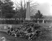 Image of Monument in Cemetery - 80-034-042